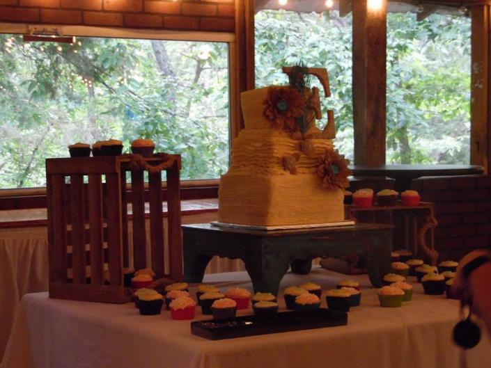 Sweet wedding memories are created at Alpine Park and Gardens!